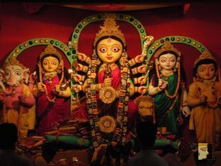 Mitali kankurgachi 2010 durgaonline durga puja theme the pandal was decorated with satin threads in a skilled and exotic way this year they have used bright satin threads used for altavistaventures Gallery